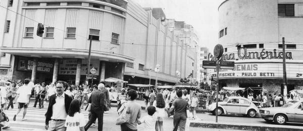 Praça Saens Peña, entre os cinemas Carioca e América, em 1989.